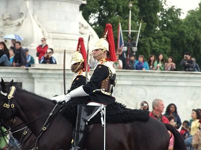 Stráže na koních před Buckinghamským palácem