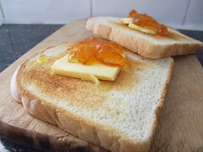 Toasty s pomerančovou marmeládou