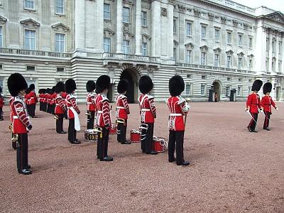 Výměna stráží před Buckinghamským palácem