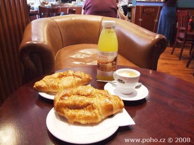 Croissanty a espresso