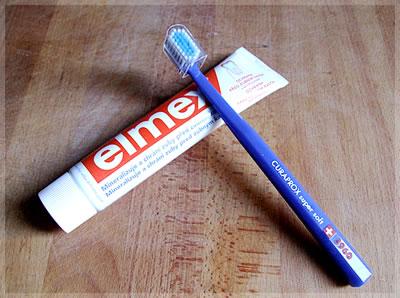 Zubní pasta Elmex a kartáček Curaprox