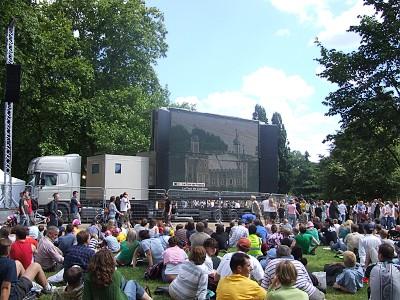 Obrří obrazovka v Hyde Parku
